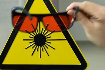 240_F_104222122_QK0QkSUrz5ZTmLHAUYAqRQXZjxJSq9u7 Di che classe è il tuo laser? Quello che dovresti sapere per la tua sicurezza